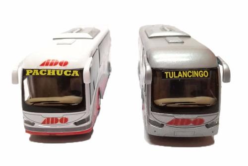 autobus de pasajeros ado  de metal. 20cm aprox