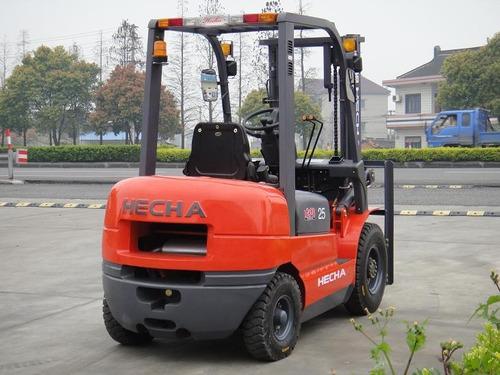 autoelevador 2.5 tn con motor diesel con torre triple