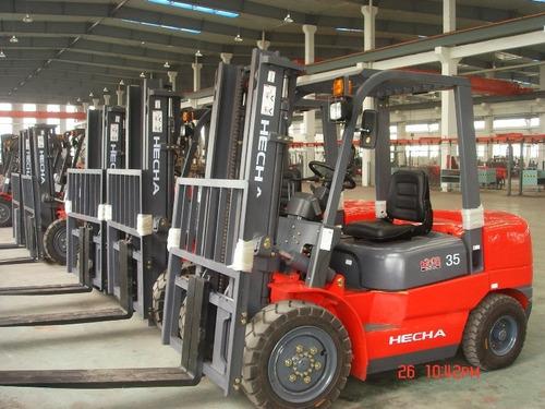 autoelevador 2.5 tn torre doble, motor diesel y desplazador