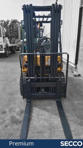 autoelevador cat usado 2.5 tn nafta-gas, premium