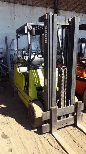 autoelevador clark 2500 kg glp