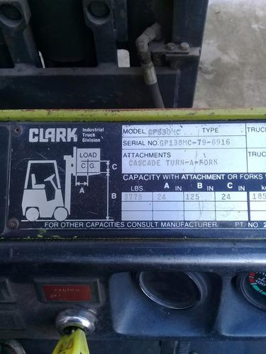 autoelevador clark 30