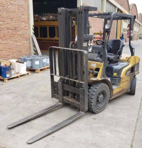 autoelevador diesel cat 2,5tn torre triple c/desplazador