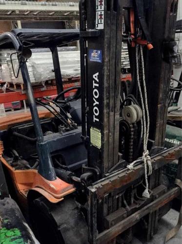 autoelevador diesel toyota 2,5tn torre triple c/desplazador