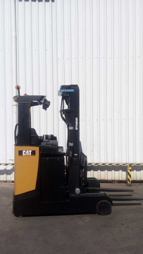 autoelevador montacarga usado retractil marca cat 2000kg