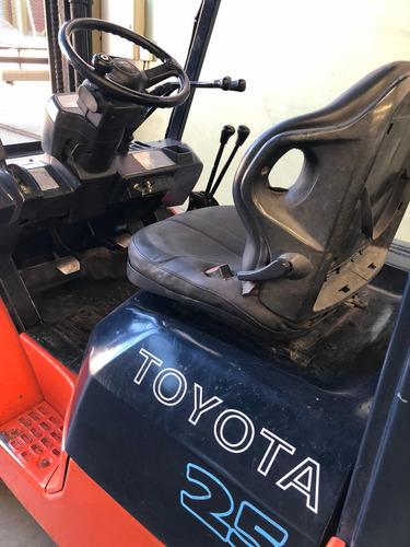 autoelevador toyota 2500kg
