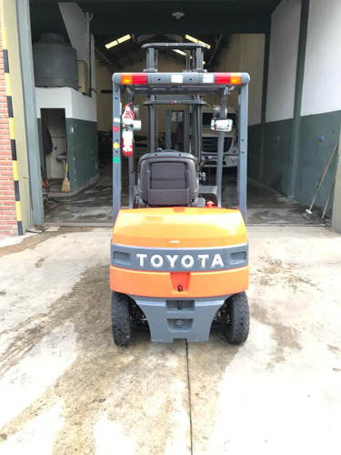 autoelevadore electrico toyota  impecable
