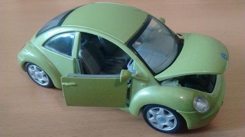 automodelismo maisto volkswagen new beetle verde 1/25