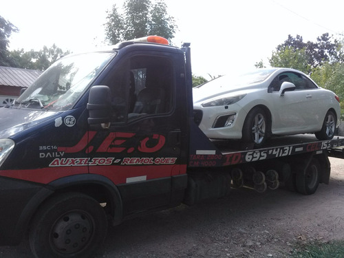 auxilios de vehiculos y traslados de maquinarias chicas.