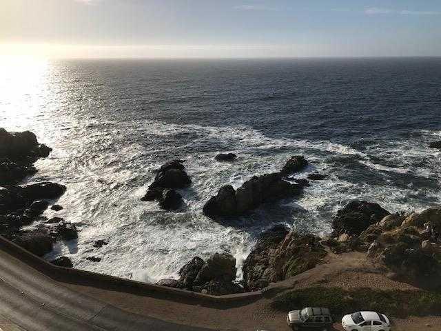 av borgoño, primera linea frente al mar, excelente estado.