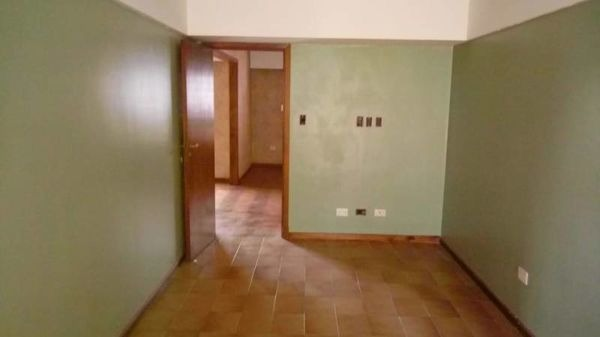 av centenario al 2100 amplisima casa 4 ambientes 3 plantas