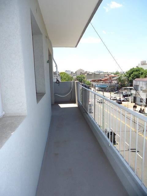av. cobo 500 p1 pque. chacabuco 2 amb. c/balcón al frente bajas expensas