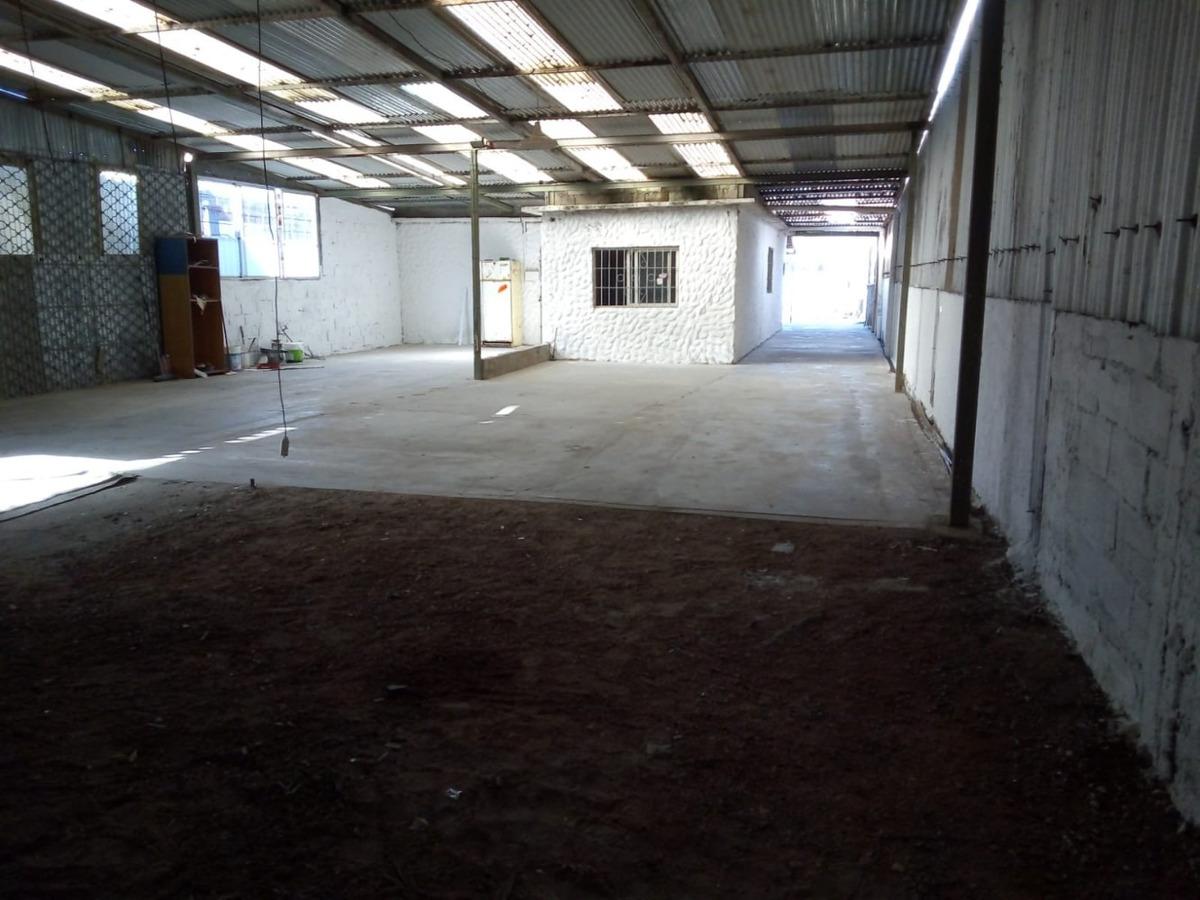 av. giannattasio frente a la española  300 m2 alquiler solym