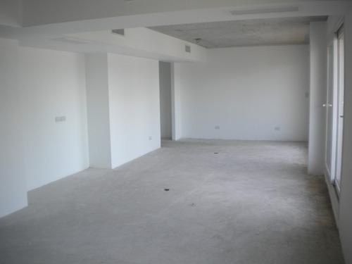 av. independencia 1330. oficina planta libre frente 136 m2.