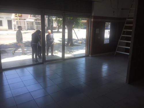 av josé maría moreno al 1500 - parque chacabuco - cap fed- local comercial