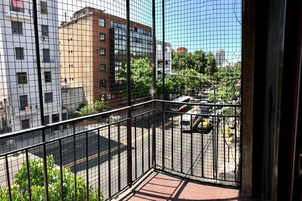 av. jujuy al 500 - amplio monoambiente con balcón