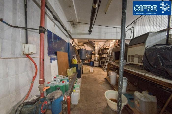 av. san martin 6100 - alquiler -  muy buen local pb con sòtano, oficinas y 4 baños. 400m2 totales.