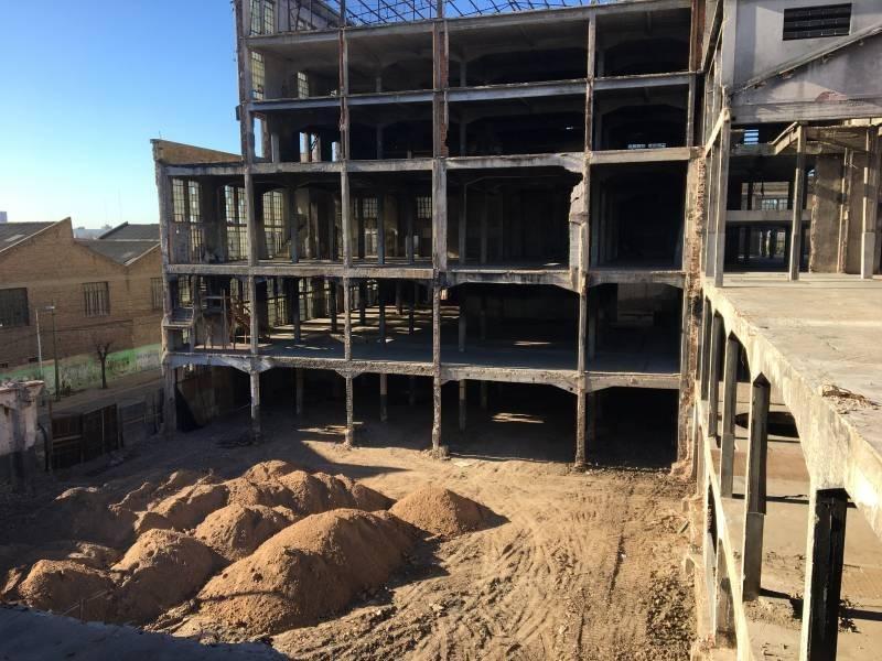 avellaneda - 11.000 m2 cubiertos - terreno 5100 m2 - apto financiación