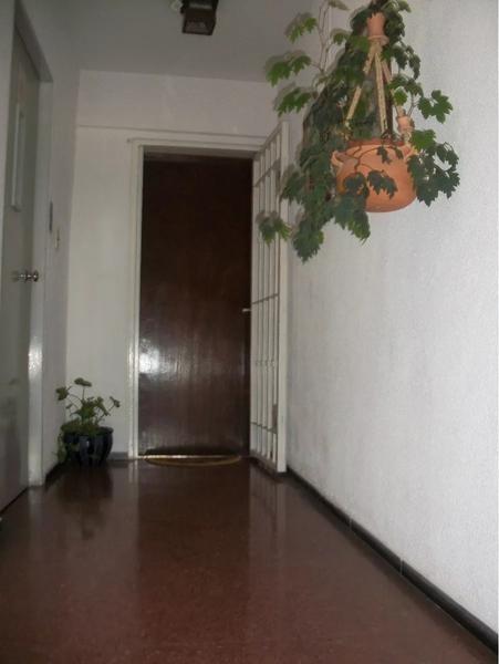 avenida italia, próximo hospital de clínicas, con garage. si banco!!