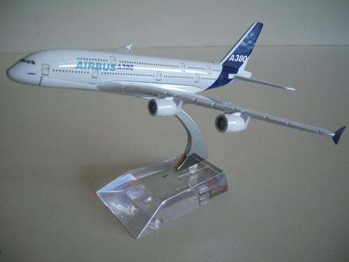 avião com miniatura