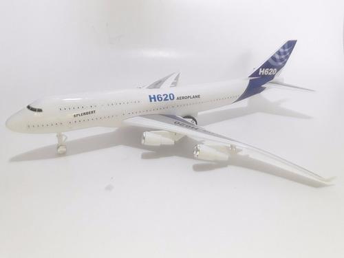 avião miniatura brinquedo
