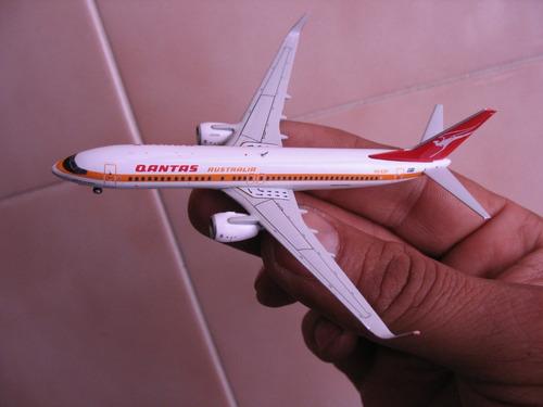 avion boeing 737-800(w) qantas airways retro en escala 1:400