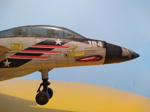 avion de combate f-14 a pilas con joystyk , (no funciona)