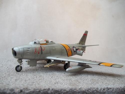 avion f 86 sabre 1/72 hobby kits armado y pintado