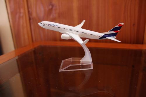 avión latam escala 1/400  envío gratis (en stock)