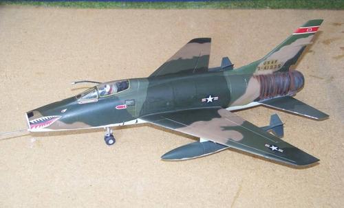 avion lindberg super f100 sabre de 29 cm de largo escal 1/72