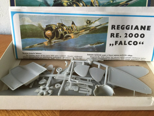 avion militar falco reggiane re 2000 stavebnice escala 1/50
