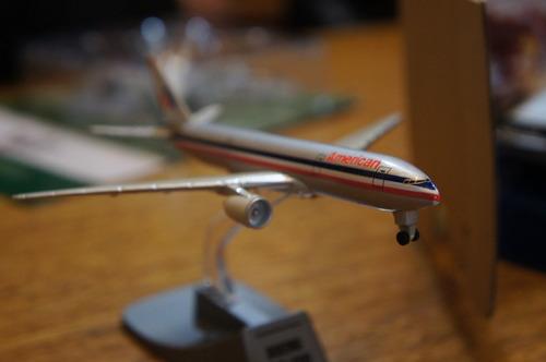 aviones comerciales a escala metalicos !! con pedestal.