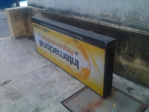 aviso luminoso instalación eléctrica de metal