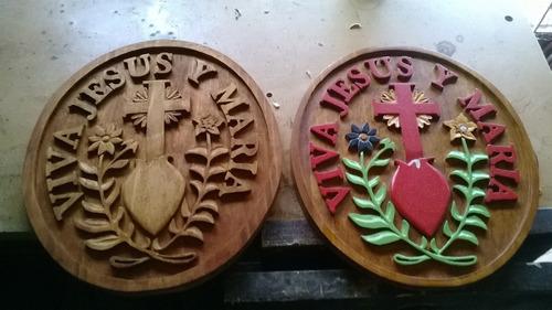 avisos y carteles tallados en madera