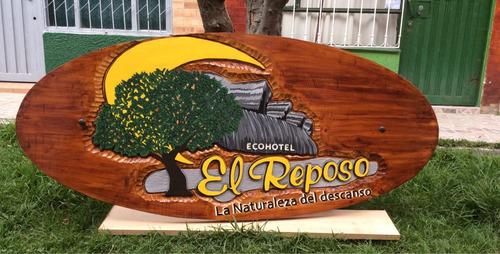 avisos y letreros artisticos tallados en madera maciza