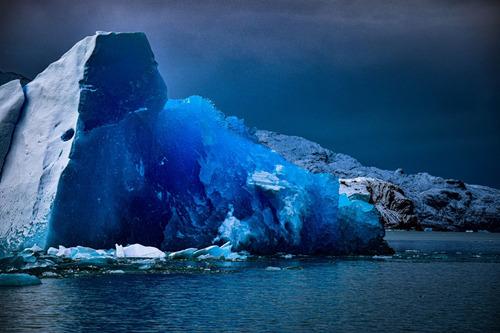 azul profundo