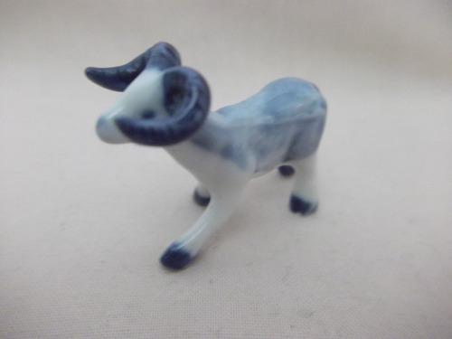 b. antigo - cabra miniatura em porcelana alemã