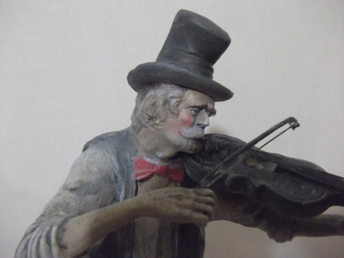 b. antigo - estatueta de violinista em terracota ciciliana