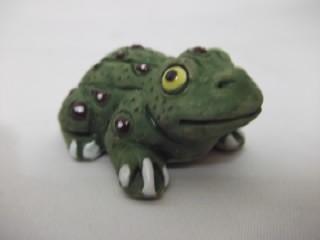 b. antigo - sapo miniatura em terra cota mexicana