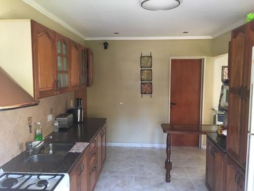bº cerrado la araucaria : muy buena y solida casa