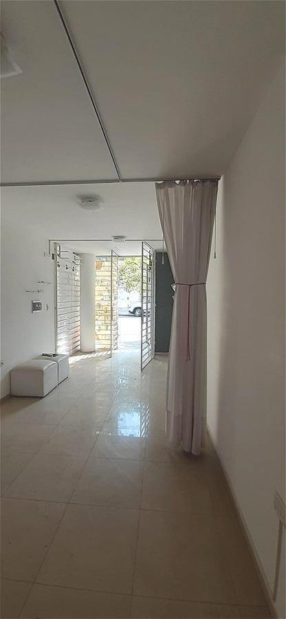 b° cofico tu local  listo para abrir!!! excelente ubicación, aa, rejas, baño privado, bacha p/ kitchinette !!!
