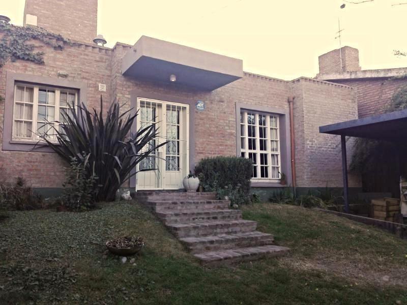 bº villa rivera indarte: casa con gran gran pileta