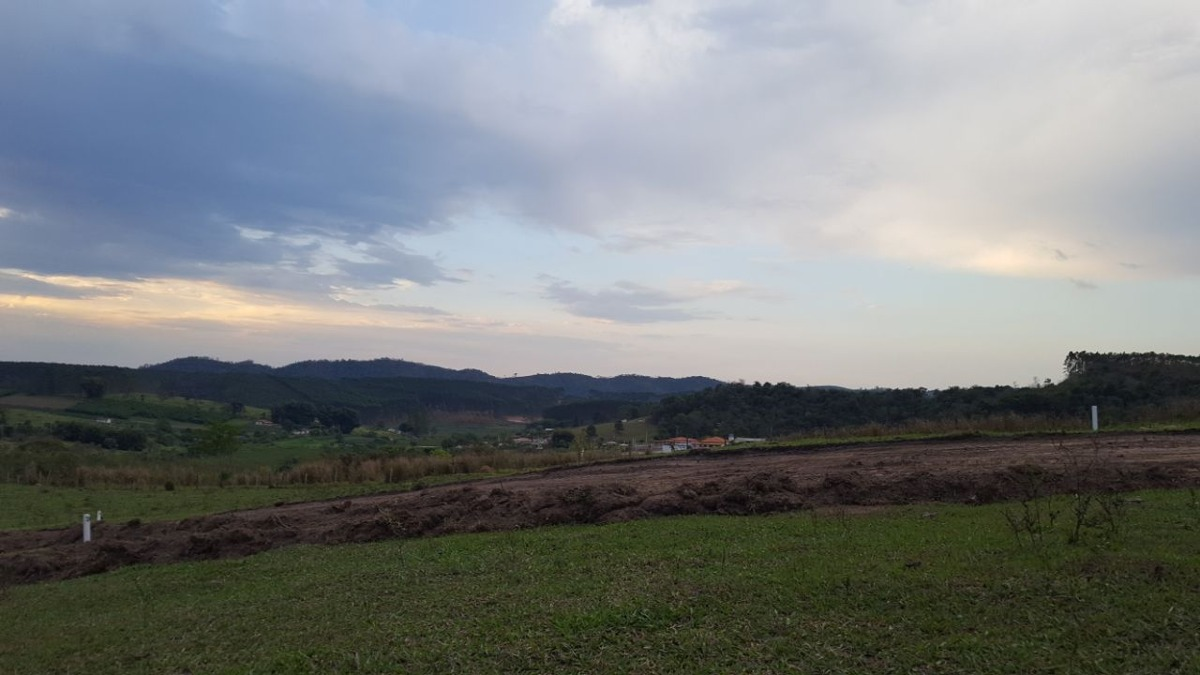 b01 terrenos apartir de 800m² prox a mercado, escola e ponto