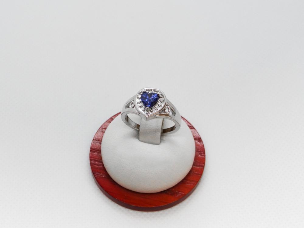 3fb39319058a b7a46b5 anillo para dama de plata con tanzanita y cristales. Cargando zoom.