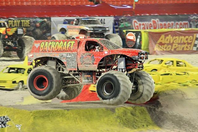 Backdraft Monster Truck Dodge Ram Bombeiro 1/43 Mattel