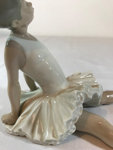 bailarina de porcelana nao lladró con manos hacia atrás