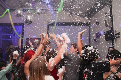 baile adolescentes. fiesta teen. robot led. espuma. nieve.