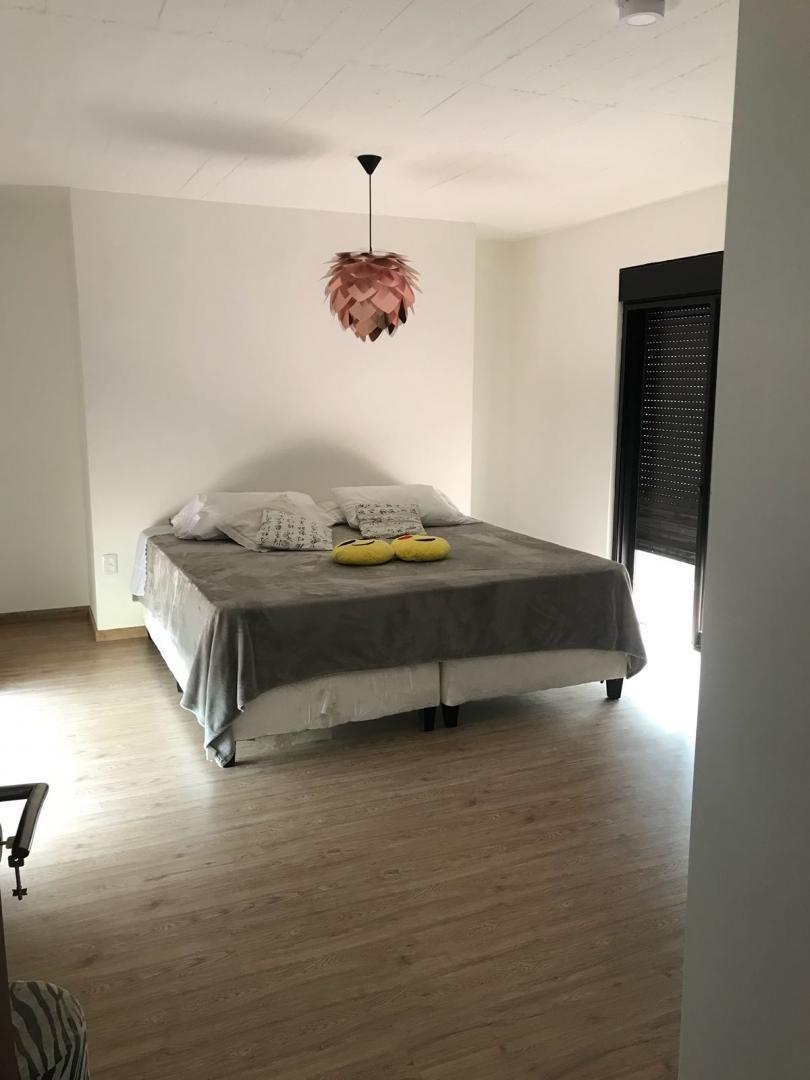 bajo de precio, vende hermosa casa de 2 plantas, 4 dormitorios, 2 baños, piscina