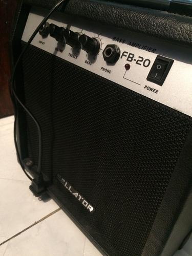 bajo eléctrico marca  bellator  en caja, con amplificador.