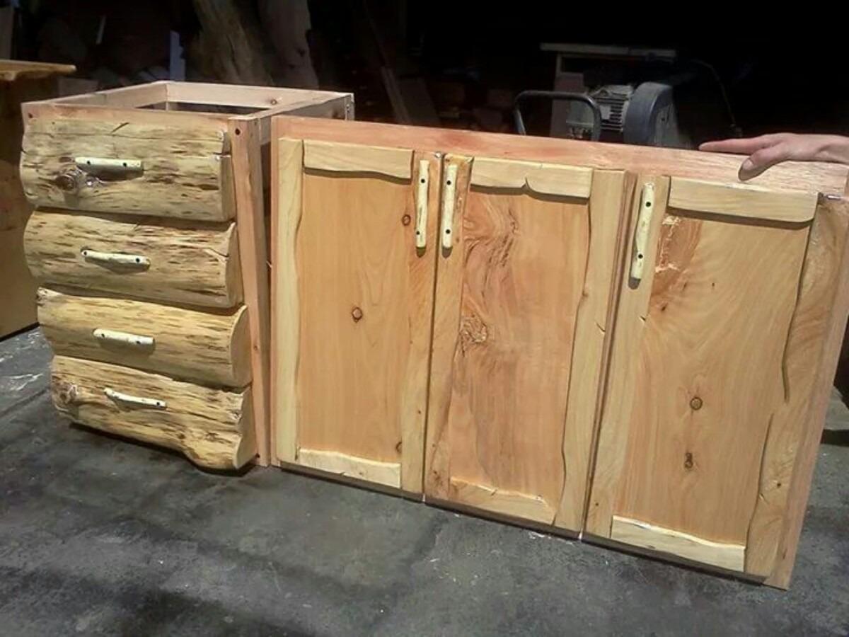 Como hacer una puerta rustica awesome hacer un letrero de for Bar rustico de madera nativa